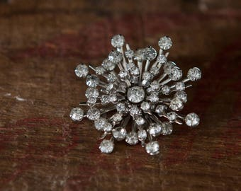 Pretty Starlight Sunburst Vintage Rhinestone Pin/Brooch