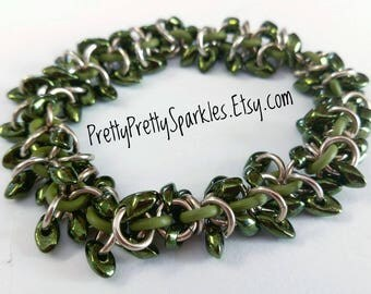 Green and Silver Shaggy Chainmaille Bracelet / Green and silver chainmail bracelet / green and silver chain mail bracelet / shaggy bracelet
