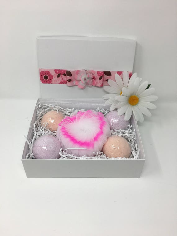 Bath bomb, Gift for her gift set, Aromatherapy Bath Bombs set, Bath and Body Shower gift, Bath fizz, Lavender and Rose bath bomb gift box