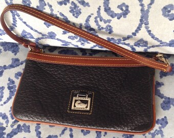 Vintage Dooney bourke black brown pebbled all weather leather wristlet