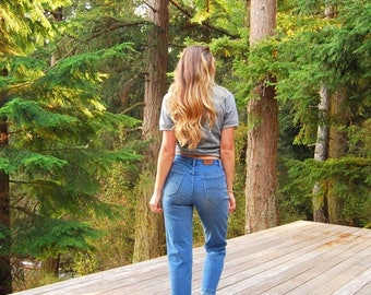 Summer SALE Vintage Lee Jeans - 27 28 waist  - Blue Jeans - High Waisted Jeans - Boyfriend Jeans - 90s Jeans - 80s Jeans - Mom Jeans - Light