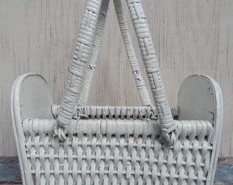 Adorable Vintage White Wicker Basket!