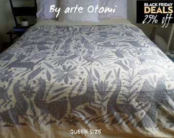 SOLD Beautiful soft gray Otomi textile - Duvet - Decor - Table cloth - Otomi Coverlet - Otomi fabric - Otomi Bedspread - Hand embroridery