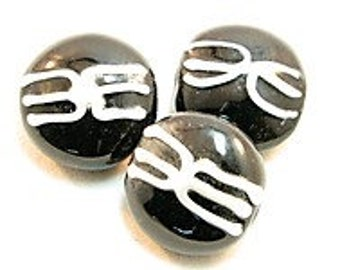 3 Pieces exclusive glass beads: Black & White, ± 22x14 mm.