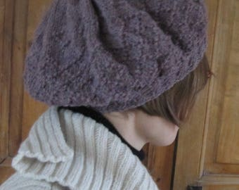 Beret woolen purple hand knitted woman