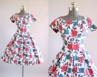 Vintage 1950s Dress / 50s Cotton Dress / Alice Edwards Red and Blue Rose Print Dress S/M