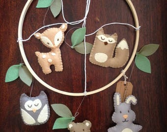 Woodland Animal mobile- perfect for nursery, baby/children's room. Custom colours available. Wool felt.