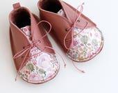 GENEVE zapatitos de bebé de estilo moderno, en piel natural y tela de algodón