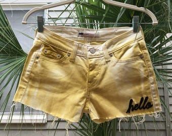 hello bumblebee! size 0-2 vintage levi denim shorts- distressed frayed yellow painted, patches, acid wash, yellow jeans