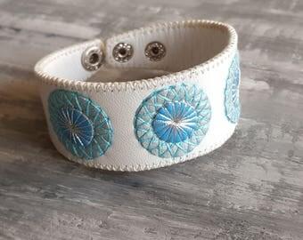 White leather bracelet. Boho bracelet. Bohemian cuff bracelet. Tribal bracelet. Mandala bracelet. Bohemian jewelry. Leather cuff. Boho chic.