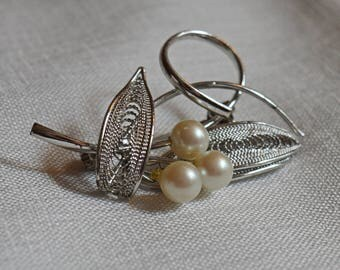 Vintage Brooch - Silver-Tone Filigree Leaves with Faux Pearls