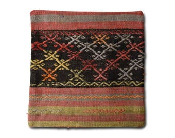 Handwoven kilim pillow cover / Decorative pillows / Bohemian cushion Cover / Ethnic pillow cases / Handmade / Vintage / Moroccan / 40x40 / S