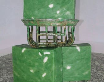 Tahitian Mint. Spearmint Essential Oil & Tahitian Monei Oil with Chunks of Cocoa Butter. Wow this is a brilliant bar of Soap.