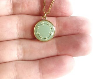 PREORDER • Mint/gold daisy chain pendant necklace • pendant necklace, gifts for her, dried flower necklace