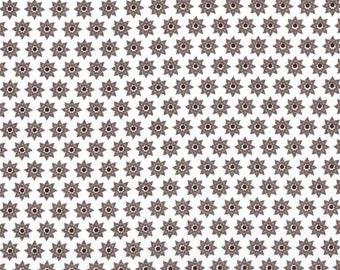 Tissu coton patchwork imprimé fleurs-étoiles stylisées grises sur fond blanc