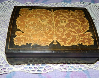 Beautiful musical jewelry box inlaid wood. french VINTAGE