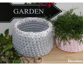 Let the flowers in your home with this romantic basket crocheted violet and gray