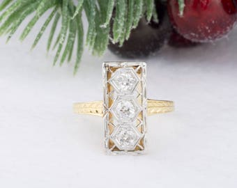 Vintage Art Nouveau Three-Stone Diamond Ring in Yellow Gold and Platinum