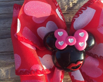 Valentine's Day Minnie Mouse Kissy Disney Planner Bow Clip