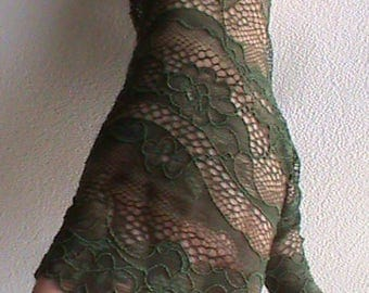 Dark green robe lace glove.