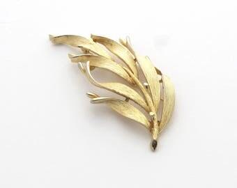 Lisner Brooch   Gold Leaf Brooch   Lisner Pin   Gold Leaf Pin   Curling Leaf   Leaf Branch   Nature Jewelry
