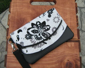 Wristlet, Swoon, Heidi, Cosmetic case, zippered wristlet, expandable wristlet, cell phone case, pouch, wallet, coin purse