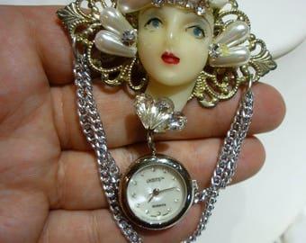 G60 Vintage Flapper Showgirl Brooch w/a Quartz Watch Pendant.