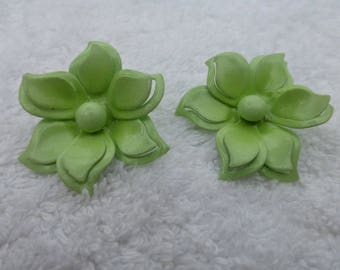 Vintage Bright green enamel flower clip on earrings AB17