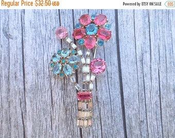 Half off Vintage floral bouquet brooch clear pink blue rhinestones figural AC060
