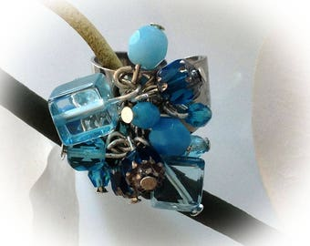 Blue ring, aquamarine, cluster, charms.