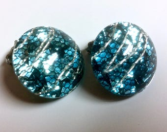 Vintage Clip On Earring Turquoise Blue Silver Confetti Thermoset Lucite Jelly Retro!