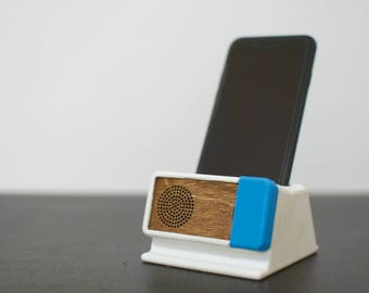 The Klingen Dock: A Sound-Amplifying iPhone Dock inspired by Dieter Rams