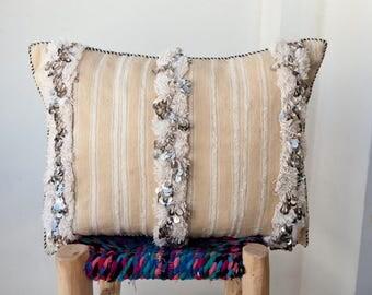 MOROCCAN PILLOW #261, Moroccan Wedding Blanket Pillow, Moroccan Cushion, Vintage Pillow, Decorative Pillow, Handira Pillow, Moroccan Pillows
