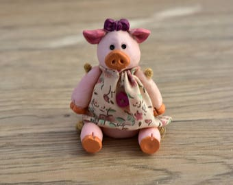 Vintage,Russ Berrie,Pig Figurine,Country,Folk Dress,,Mini Pig,Miniature, Figurine, Russ collectible,Collectible pig