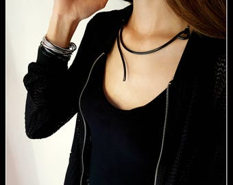 Minimal black necklace-black aluminium necklace-aluminium jewellery-minimalist necklace-minimal jewels