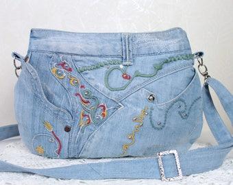 Sac jean bleu Sac bandoulières Sac à main brodé Tissu jean bleu Sac lanière Ete motif floral Cadeau pour femme Cadeau jeune fille