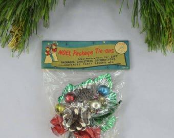 Vintage Christmas Present Tie On, Commodore Product Noel Package Tie On