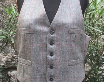 Vintage of the 70's elegant tailored gilet
