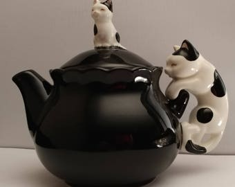 Takahashi Black Figural Tea Pot Black White Spotted cats