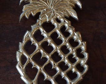Beautiful Vintage Pineapple Brass Trivet/Colonial Williamsburg/VA Metalcrafters/ Preppy Decor/ Vintage Accessories
