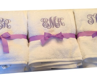 College Freshman Gift, Monogrammed bath towel,Back To School,Graduation Gift, Back to school,monogram bath towel,dorm towel,dorm decor