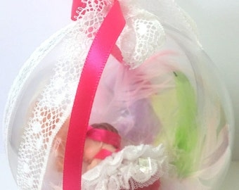 cadeaumagique-suspension-Boule-personnalise-baby-Fimo-handmade-baby shower-baby-christening-mobile baby feather idea gift-tutu-tassel