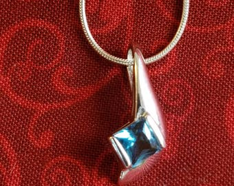 CP097 Vintage Sterling Silver Necklace with Sterling Silver Pendant with Aquamarine