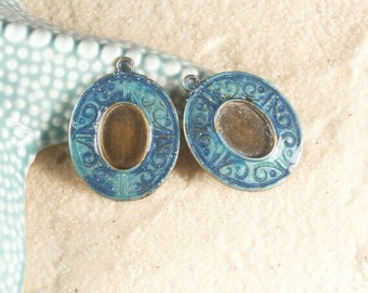 Set of 2 bronze/painted cabochons supports manually - handmade in turquoise blue / bronze metal antique /boucle earring/pendant Choker