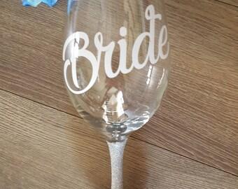Bride Glitter Wine Glass // Wedding Glitter Wine Glass // Bridesmaid Glitter Wine Glass // Engagement Glass // Engagament Gift // Wedding