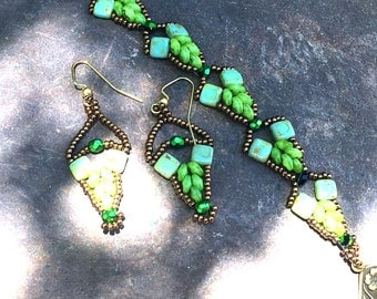 Green Arrowheads Bracelet Set