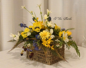 Yellow Floral Arrangement, Silk Yellow Floral Centerpiece, Spring Floral Decoration, Yellow Wedding Table Decoration, Wedding Centerpiece