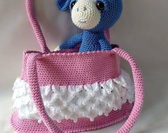 Crochet shoulder bag for little ladies.