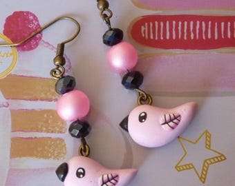 Earrings in bronze metal with a pink bird kawaii made with polymer clay and beads