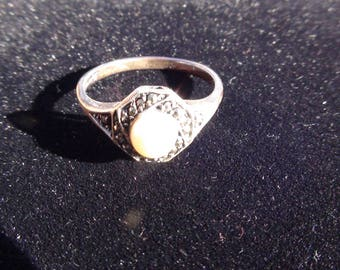 sterling silver ring pearl surrounded by a circle of marcasites